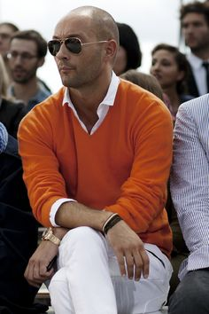 Orange sweater, white shirt and pants... great look #style