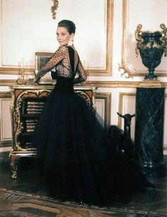 Audrey Hepburn photographed by Jean-Claude Sauer for Paris Match magazine at Hubert de Givenchy's Rue de Grenelle Paris apartment in France, September Audrey Hepburn Givenchy, Audrey Hepburn Style, Audrey Hepburn Dresses, Aubrey Hepburn, Paris Match, Maxi Robes, Look Cool, Old Hollywood, Hollywood Actresses