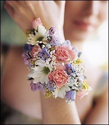 Corsage for me. It's like a bouquet but tinier! Prom Flowers, Bridal Flowers, Spring Flowers, Spring Colors, Pastel Flowers, Hand Flowers, Small Flowers, Pretty Flowers, Dream Wedding