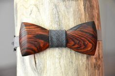 Cocobolo Wooden Bow Tie - Handcrafted Rich Exotic Wood Bow Tie For Men. Great For Weddings, Groomsmen, or a Unique Necktie Accessory Gift. How To Tie Ribbon, Ribbon Bows, Groomsmen Ties, Groom Tux, Bow Tie Theme, Floral Bow Tie, Wood Carving Patterns, Wooden Bow Tie, Unique Gifts For Men