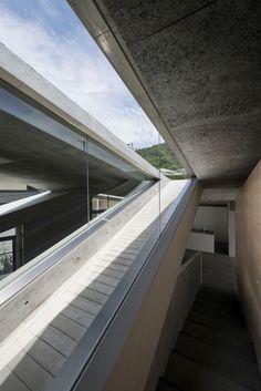 Shogo ARATANI Architect & Associates, Shigeo Ogawa · House in Hyogo. Japan · Divisare