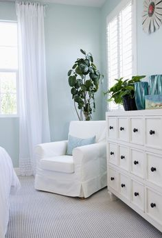 Meanwhile, blue has been proven to reduce blood pressure and make you feel sleepy and less stressed, which sounds especially appealing for bedrooms.