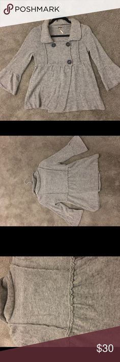Free People Light Grey Cashmere Sweater Free People Brand, size XS, baby doll type fit. It is not a heavy sweater Free People Sweaters Shrugs & Ponchos