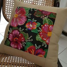 Creative Gifts For Photographers [It doesn't have to be costly] Throw Cushions, Diy Pillows, Sofa Pillows, Decorative Pillows, Embroidery Applique, Embroidery Stitches, Embroidery Designs, Designer Pillow, Pillow Design