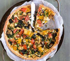 Viel buntes Gemüse und würzige Aromen dominieren die Mittelmeerküche – diese Tart ist ein Paradebeispiel.