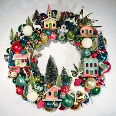 Some cheap ideas for Christmas Tree Projects - Christmas season is just around the corner and you may also have started some Christmas preparations. So have you thought of Christmas tree projects o. Christmas Some cheap ideas for Christmas Tree Projects Vintage Christmas Crafts, Retro Christmas Decorations, Christmas Love, Christmas Projects, Holiday Crafts, Christmas Wreaths, Christmas Houses, Cheap Christmas, Vintage Christmas Decorating