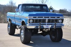 I quite simply am keen on this design for this lifted ford Pickup Auto, Old Pickup Trucks, Lifted Chevy Trucks, Lifted Ford Trucks, Big Trucks, Ford 4x4, 1979 Ford Truck, Ford Bronco, Rosa Cadillac
