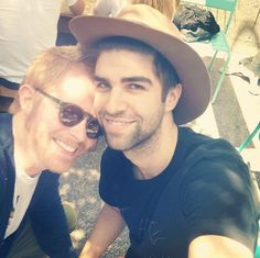 Jesse Tyler Ferguson And Justin Mikita Are My New Favorite It Couple