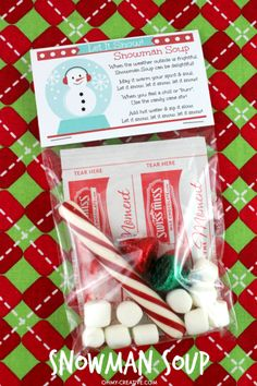This Snowman Soup Gift Recipe is easy to make and a perfect handmade gift for the holidays! Adorable Snowman Soup Labels with snowman soup poem! Student Christmas Gifts, Student Gifts, Christmas Goodies, Diy Christmas Gifts, Holiday Crafts, Holiday Fun, Christmas Holidays, Preschool Christmas Gifts For Classmates, Christmas Snowman