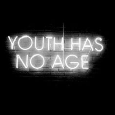 'Youth has no Age', neon art, pop art, inspirational words. Sign Quotes, Words Quotes, Me Quotes, Sign Sayings, The Words, Inspire Me Home Decor, Word Up, Neon Lighting, Beautiful Words
