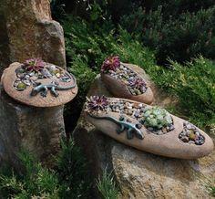 Na netřesky ovál větší - S JEŠTĚRKOU Květináč na netřesky ze žluté kameniny, páleno vysoko na 1250°C. OBLÍBENÉ MEZI ZÁKAZNÍKY !!! Květináč lze vyrobit s jedním, dvěma nebo třemi otvory a vybrat si můžete salamandrově černou nebo zelenou ještěrku. Také si můžete vybrat květináč škrábaný (více do tmava) nebo vymývaný (kde vidíte kamínky a je o něco ...