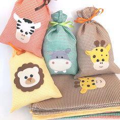 Sacolinha Surpresa Safari no Elo7 | Bella Lunna Lembrancinhas (7219BE) Farm Animal Birthday, Kids Bags, Gifts For Boys, Felt Crafts, Farm Animals, Ideas Para, Diy Gifts, Birthday Parties, Applique