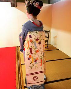 The maiko Mikako showing her obi.
