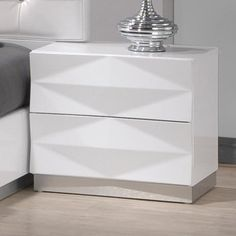 Geometric style lines and a crisp, white finish make the J&M Furniture Verona 2 Drawer Nightstand a sophisticated addition to your decor. White Bedroom Furniture, Modern Bedroom, Master Bedroom, Calm Bedroom, Master Suite, 2 Drawer Nightstand, Nightstands, Dressers, Vintage Industrial Furniture