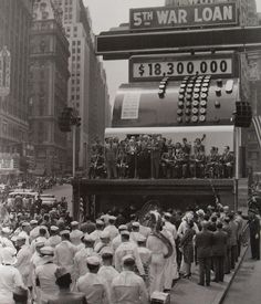 TIMES SQUARE 1940s Sailors At %th War Loan Register VINTAGE NEW YORK CITY