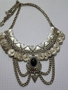 Collar Pechera - $ 210,00 en MercadoLibre Diy Jewelry Gifts, Jewelry Art, Jewelry Accessories, Jewelry Design, Fashion Jewelry, Silver Necklaces, Jewelry Necklaces, Beaded Necklace, Bohemian Jewellery