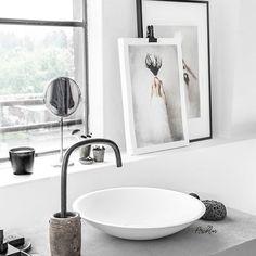Good morning from @design.bycocoon bathroom🤗 Photo arts by Tove Frank #designbycocoon #bycocoon #cocoon #bathroom #solidsurfacewashbasin #washbasinbowl #corian #solidsurface #waterspout #watertap #gunmetal #gunmetalwaterspout #photoart #posters #tovefrank #lauthentiquepaints #paulinaarcklinlabstudio #paulinaarcklin #photostylist #photographer #fotografomilano #fotostudiomilano #milano #milan #italia #italy