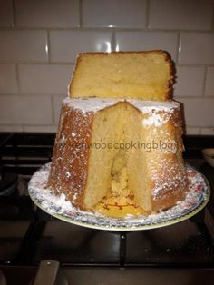 Che ne dite di iniziare la settimana con laricetta della Torta Chiffon cake all'arancia Kenwood, la ricetta l'ha condivisa con noi l'amica di Facebook Michela Savino. Una torta alta, sofficissima e buonissima perfetta da gustare a colazione.