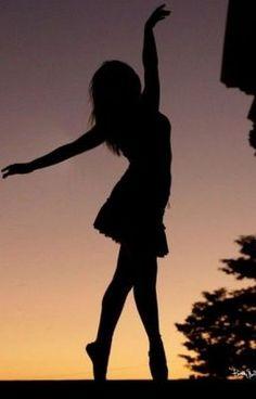 dance, girl, and ballet image Dance Photography Poses, Dance Poses, Girl Photography, Creative Photography, Amazing Photography, Dance Picture Poses, Silhouette Photography, Silhouette Art, Tumblr Ballet