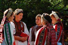 Folk Dance, Hungary, Folk Art, Sari, Costumes, Group Photos, Traditional, Beautiful, Green
