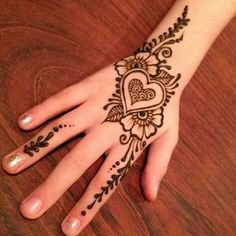 Simple Backhand Mehndi Designs For Girls Mehndi henna designs are always searchable by Pakistani women and girls. Women, girls and also kids apply henna on their hands, feet and also on neck to look more gorgeous and traditional. Mehndi Designs For Kids, Henna Tattoo Designs Simple, Mehndi Designs For Beginners, Mehndi Designs For Fingers, Latest Mehndi Designs, Mehandi Designs, Cute Henna Designs, Tattoo Simple, Henna For Beginners