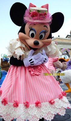 "Minnie in ""Easter in NY"" parade at Disney Sea"
