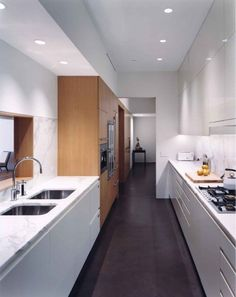 Lang Architecture, New Orleans. Love the mix of lacquer, wood and marble in this kitchen. Galley Kitchens, Home Kitchens, Modern Kitchens, Downtown Lofts, Kitchen New York, Narrow Kitchen, Open Kitchen, Interior Architecture, Interior Design