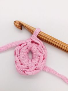 Crochet for beginners: This is how you can crochet a basket AND a bag – crochet – you can crochet yourself loom knitting for beginners for kids baby hats you Knitting Needles, Knitting Yarn, Free Knitting, Baby Knitting, Knitting Patterns, Crochet Patterns, Loom Knitting For Beginners, Crochet For Beginners, Learn How To Knit