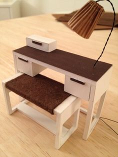 Dressing table with lamp made from foamboard; could be a sewing table Miniature Furniture, Doll Furniture, Dollhouse Furniture, Vintage Furniture, Modern Dollhouse, Diy Dollhouse, Dollhouse Miniatures, Barbie Furniture Tutorial, Barbie Bedroom