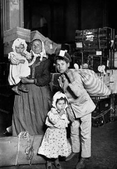 Italian Immigrants Arrive at Ellis Island