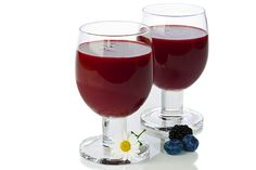 Keep your blood sugar from spiking with this berry juice you make at home. Berry Juice, Fruit Juice, Juice Smoothie, Smoothies, Low Gi Fruits, Healthy Habits, Healthy Recipes, Healthy Meals, Food Journal