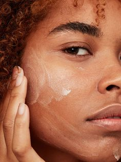 We Hunted Down the Best Drugstore Face Moisturizers—Here They Are The best drugstore face moisturizers fight off dryness and dehydration for plump, healthy skin Here are the best formulas from Cetaphil, CeraVe, and more - Makeup Products Beauty Tips For Glowing Skin, Health And Beauty Tips, Beauty Skin, Ageless Beauty, Beauty Care, Best Drugstore Face Moisturizer, Priming Moisturizer, My Hairstyle, Hairstyles