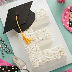 Letter Graduation Cake Send your graduate off to great things with this Elegant Letter Graduation Cake.Send your graduate off to great things with this Elegant Letter Graduation Cake. Graduation Party Desserts, Graduation Party Planning, Graduation Party Themes, College Graduation Parties, Graduation Cupcakes, Graduation Cap Decoration, Graduation Celebration, Party Decoration, Grad Parties