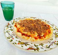 Nossa Pizza de Tofupiry e Atum sem gluten e lactose para nosso cliente querido. #pizza #glutenfree #lactosefree 🌱🐟🐄🍫🍰 @donamanteiga #donamanteiga #danusapenna #amanteigadas #gastronomia #food #bolos #tortas www.donamanteiga.com.br