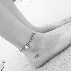 14 tiny tattoos travelers will love