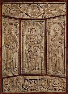 La copertina in avorio intagliato dell'Evangeliario di Lorsch, 778-780, Victoria and Albert Museum, Londra