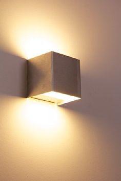 Eckige Up & Down LED Wandleuchte 5 Watt - 350 Lumen - 3000 Kelvin Hofstein http://www.amazon.de/dp/B00KOQ4Y48/ref=cm_sw_r_pi_dp_MlJdxb18X79NX
