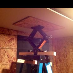 Makeshift drywall lift for hanging drywall on the ceiling by yourself.