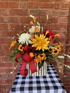 Tropical Centerpieces, Fall Table Centerpieces, Fall Decorations, Fall Floral Arrangements, Dried Flower Arrangements, Thanksgiving Flowers, Thanksgiving Table, Fall Deco Mesh, Diy Fall Wreath