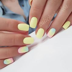 False nails have the advantage of offering a manicure worthy of the most advanced backstage and to hold longer than a simple nail polish. The problem is how to remove them without damaging your nails. Stylish Nails, Trendy Nails, Cute Nails, Yellow Nails Design, Yellow Nail Art, Nail Design, Design Art, Design Ideas, Nagellack Design