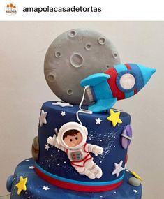 3 Year Old Birthday Party Boy, Baby Birthday Themes, 2nd Birthday, Spiderman Birthday Invitations, Space Baby Shower, Planet Cake, Fondant Cake Designs, Carousel Cake, Planet For Kids