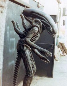 Rare Behind the Scenes Photos from Ridley Scott'sALIEN - News - GeekTyrant