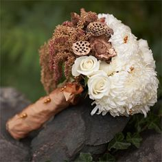 Bridal bouquet that adopts the gold and (a subtle) purple theme.
