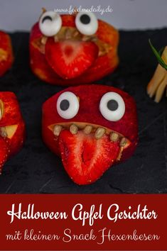Halloween Apfel Gesichter und Hexenbesen aus Salzstangen und Käse! #halloween #apfelgesichter #hexenbesen #salzstangen #käse #halloweenideen #snacks #gesund Halloween Party Snacks, Partys, Foodblogger, Fabulous Foods, Sushi, Strawberry, Fruit, Ethnic Recipes, Dips