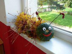 Začnite zbierať opadané lístie: 25 úžasných nápadov, ako ich premeniť n. Pumpkin Halloween Costume, Fall Halloween, Halloween Crafts, Leaf Crafts, Diy And Crafts, Crafts For Kids, Autumn Crafts, Nature Crafts, Handmade Christmas Gifts