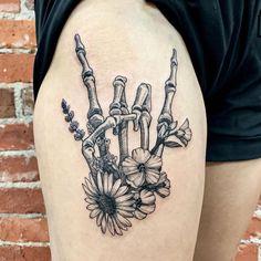 Dope Tattoos, Badass Tattoos, Pretty Tattoos, Beautiful Tattoos, Body Art Tattoos, Flower Skull Tattoos, Badass Sleeve Tattoos, Bone Hand Tattoo, Back Of Hand Tattoos