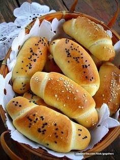 Není to až tak těžké - youi. Kefir, Food Cravings, Bread Baking, Hot Dog Buns, Bread Recipes, Food And Drink, Cooking, Basket, Zucchini