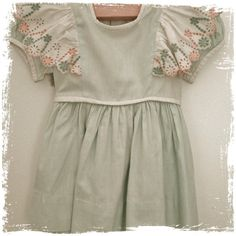 Blue & White Fluttered Dress c. 1945 www.littlelostwonders.com.au #vintage #children #clothes