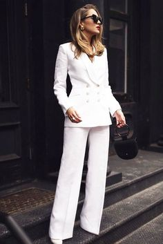 Outfit Traje Pantalón Hellblaue Blazer, Womens Power Suit, White Suits, Suits Women, Wedding Suits For Women, Formal Suits For Women, 1960s Fashion, Suit Fashion, Fashion Outfits