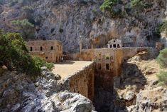 Φαράγγι Καθολικού: Ένας άγνωστος επίγειος παράδεισος #gorge #canyon #katholikoucanyon #φαραγγι #καθολικο #καθολικου #φαραγγικαθολικου Chania Greece, Crete, Stavros Beach, The Monks, 11th Century, Turquoise Water, Travel Guide, Mount Rushmore, Abandoned